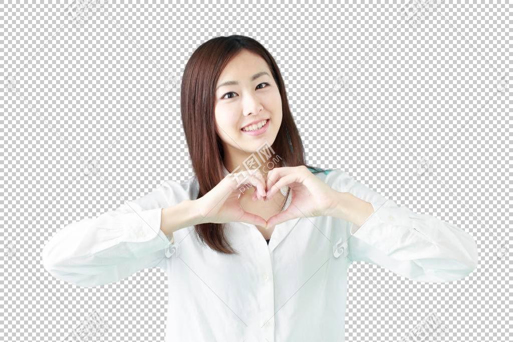 做心形手势的白色衬衫职场女性