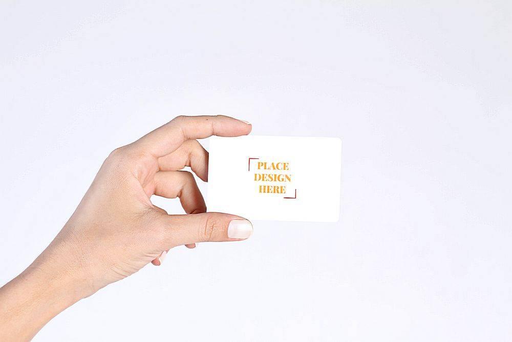 手持个人名片卡片样机素材