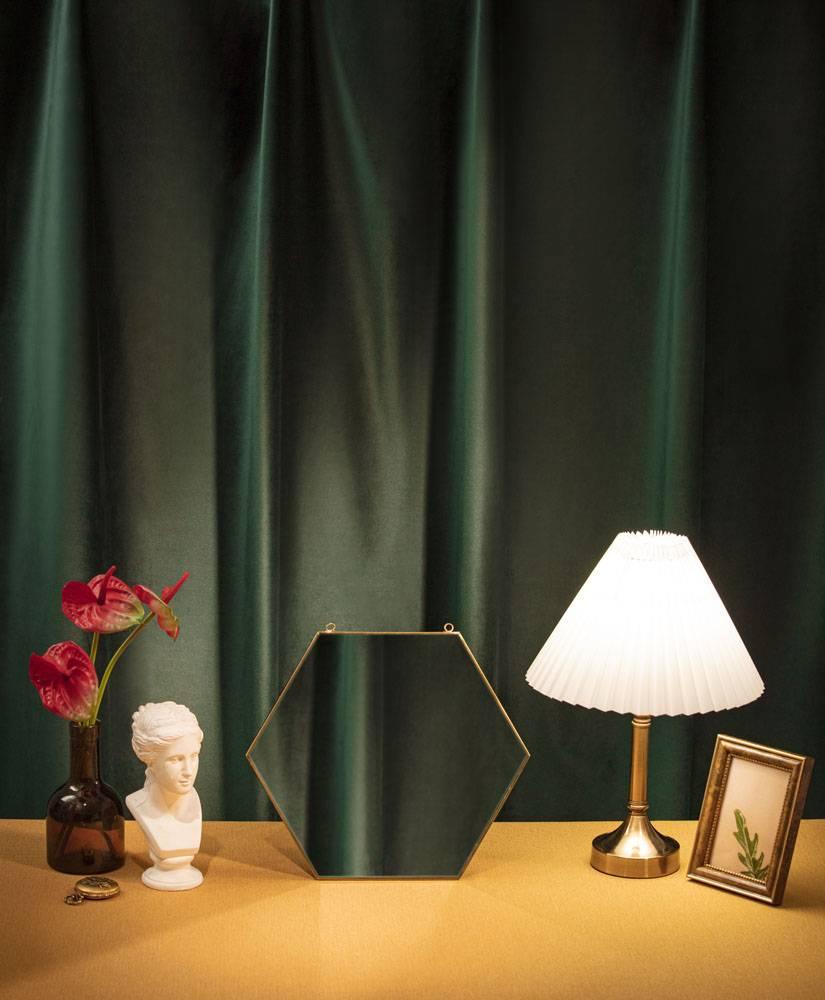 石膏像镜子台灯相框花瓶窗帘静物组合