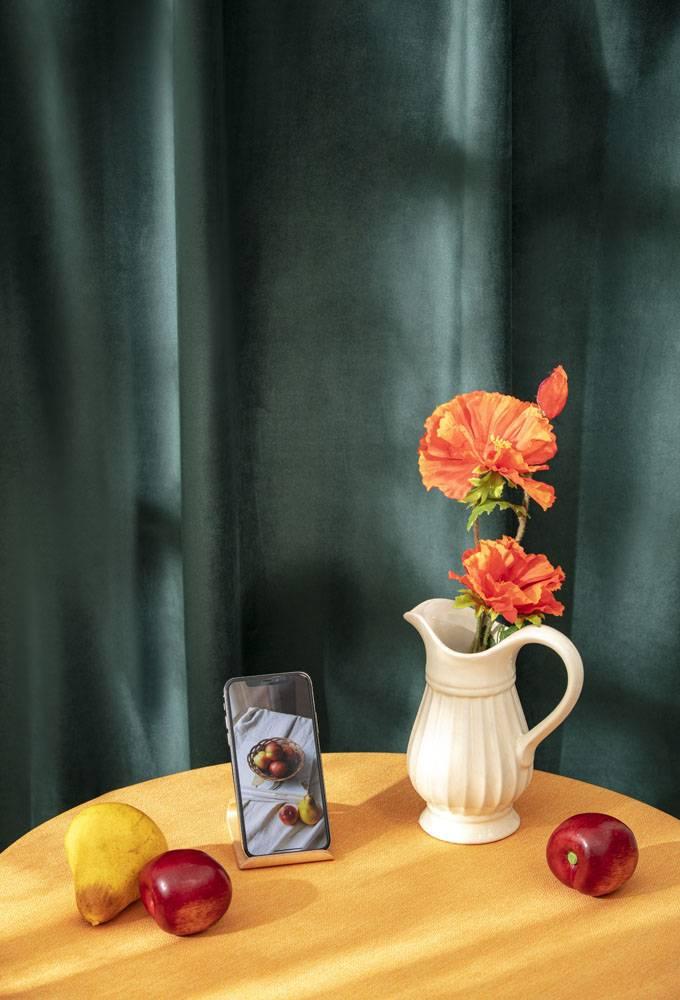 花瓶花卉手机苹果水蜜桃香梨静物组合