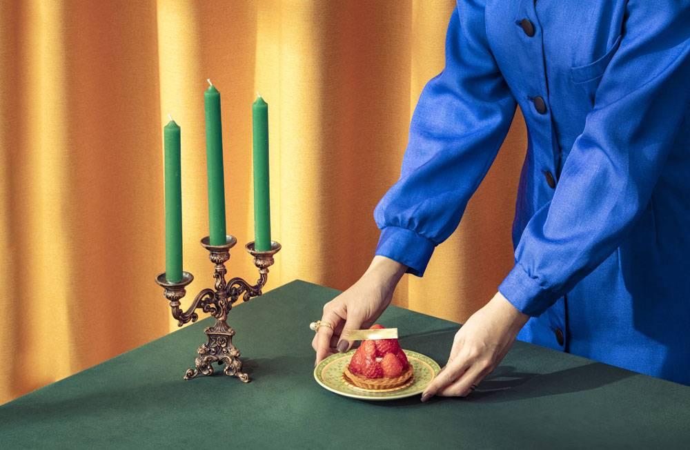 欧式贵族蜡烛草莓蛋糕佣人