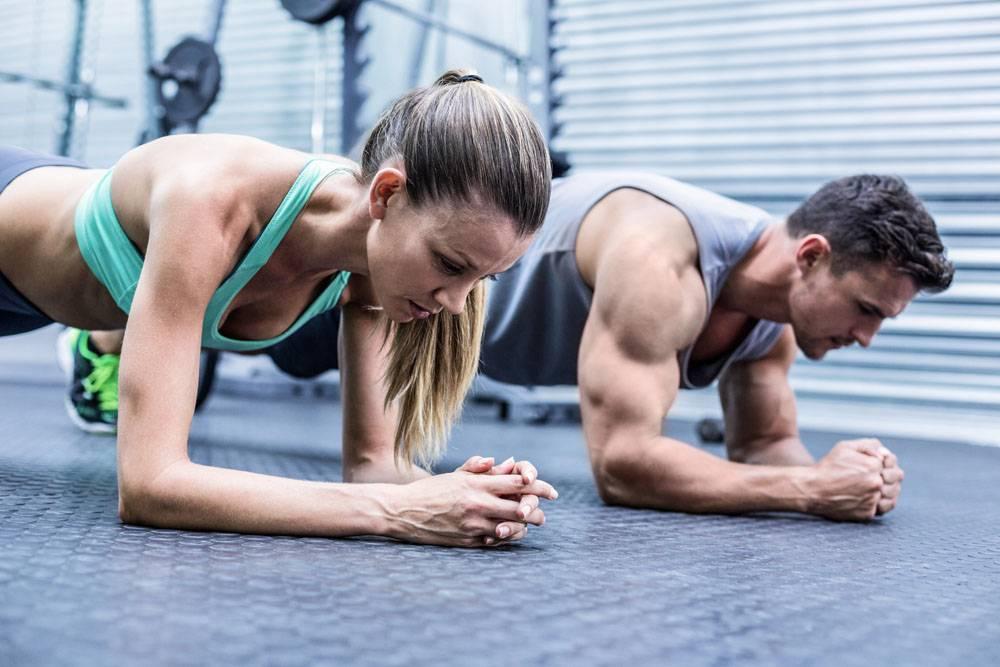 手臂支撑身体健身男女