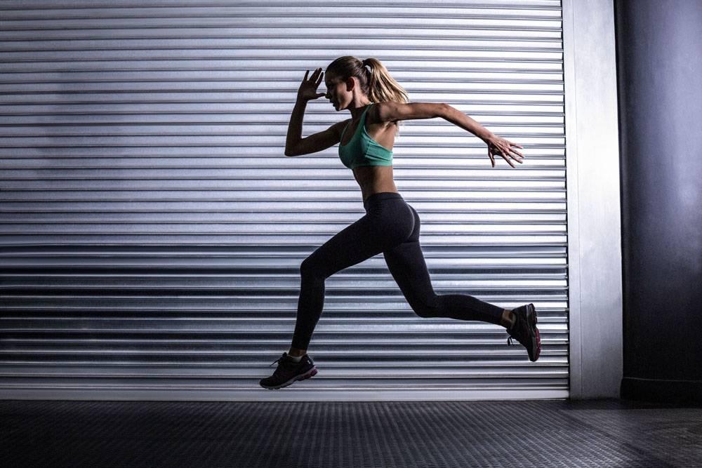 跑步的健身女性